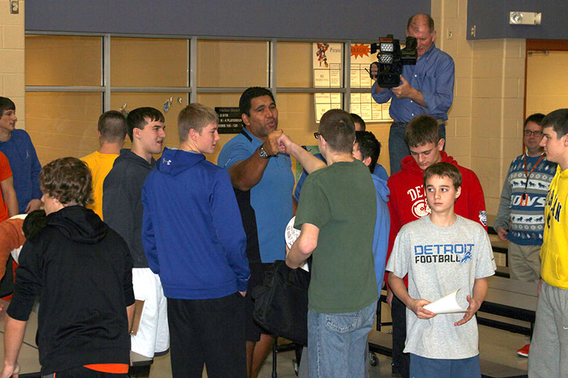 Former Detroit Lions defensive tackle Luther Elliss, chats with student athletes following a general assembly at Harbor Beach Community Schools.